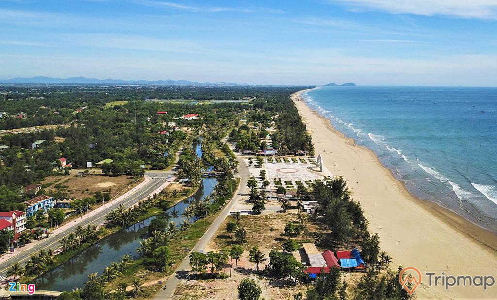 Bãi biển Xuân Thành