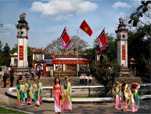 Hoạt động lễ hội tại đền Hồng Sơn
