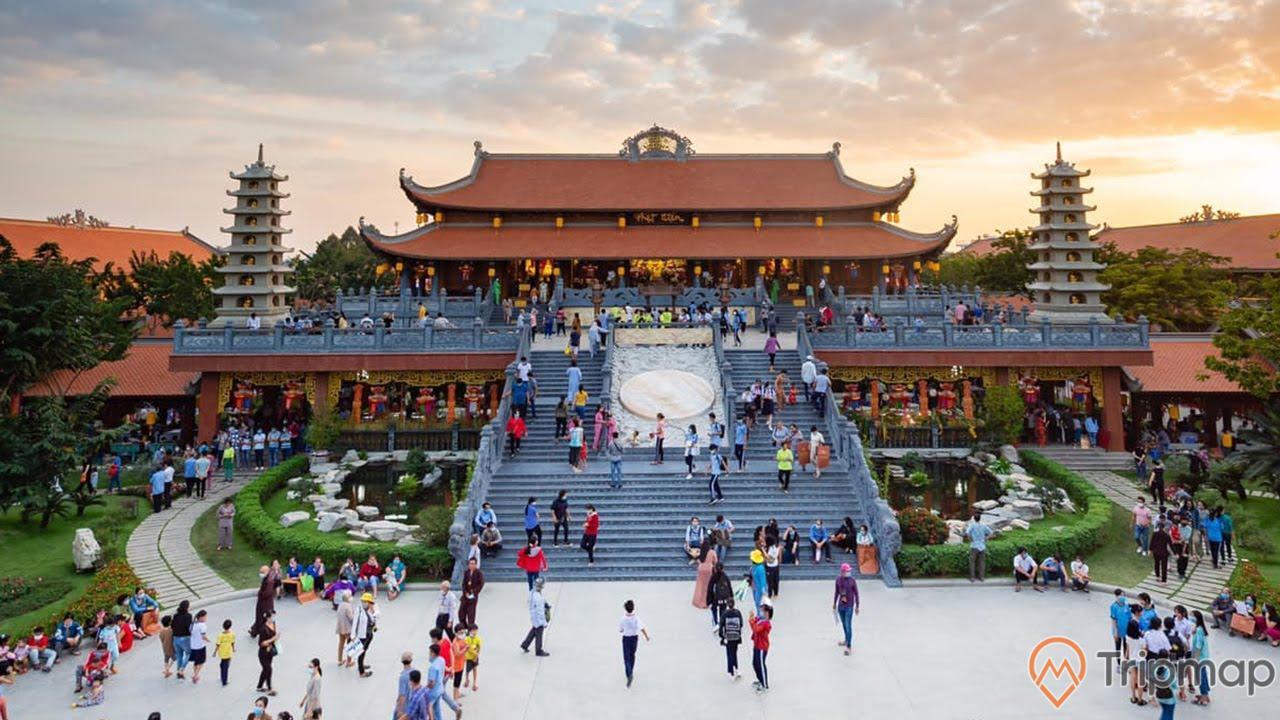 Chùa Vĩnh Nghiêm được đông đảo khách du lịch tới tham quan hàng năm
