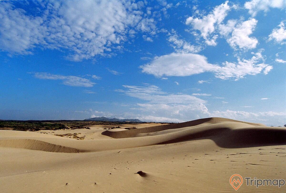 Cồn cát gắn bó với đời sống của đồng bào dân tộc Chăm