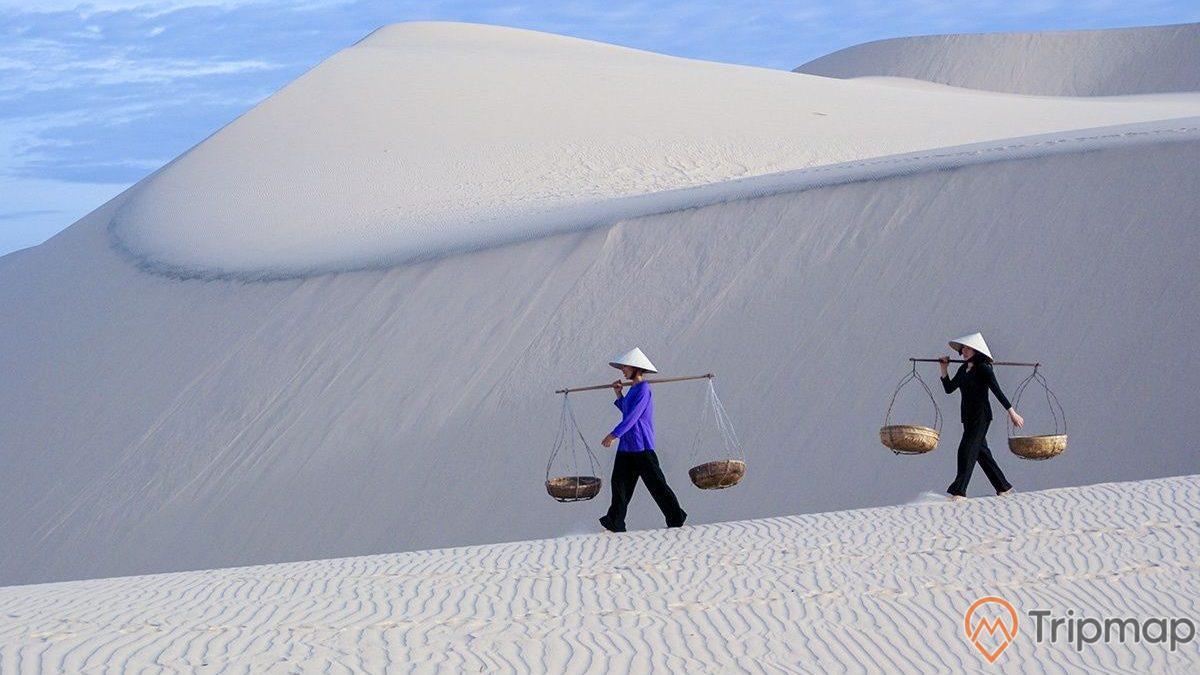 Hoạt động của người dân tại cồn cát Nam Cương