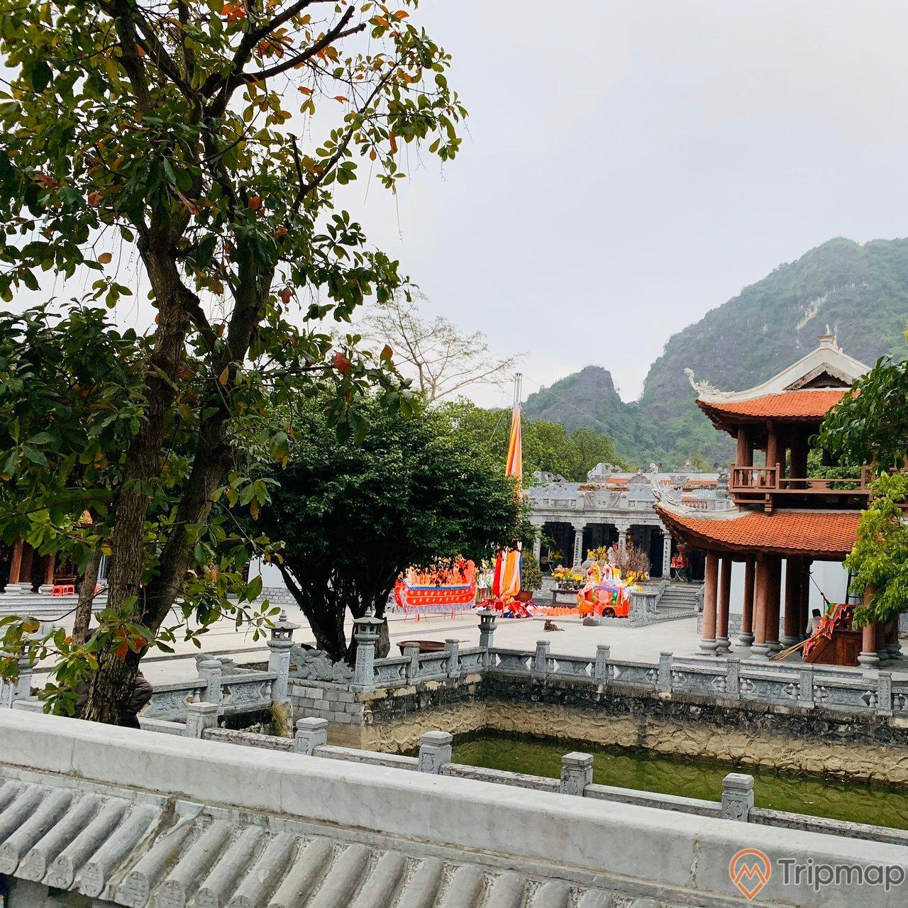 Tham quan du lịch đền Thái Vi