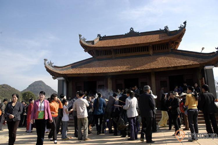 Hoạt động tham quan tại đền thờ