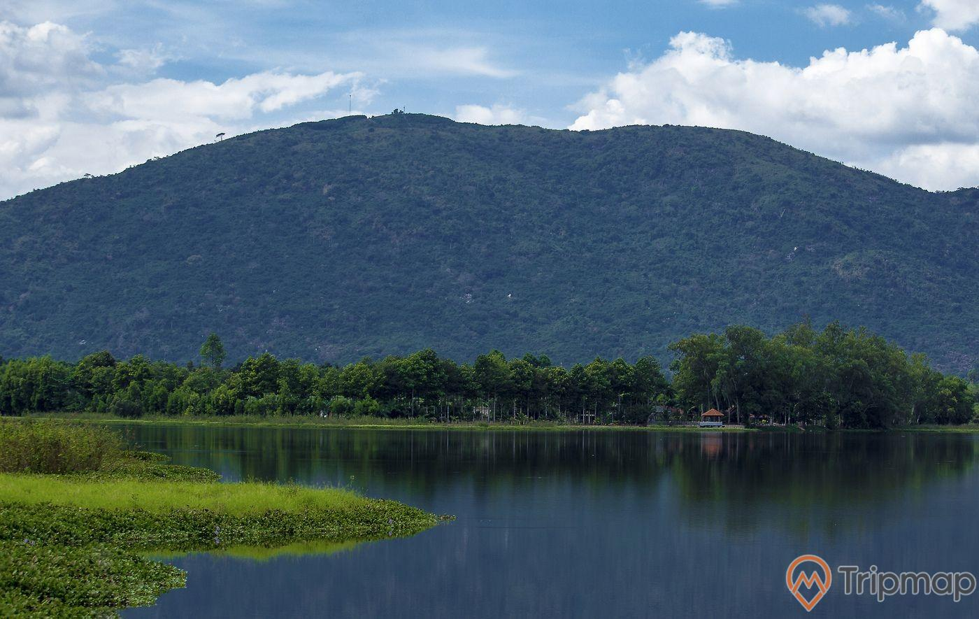 Tham quan núi Chứa Chan