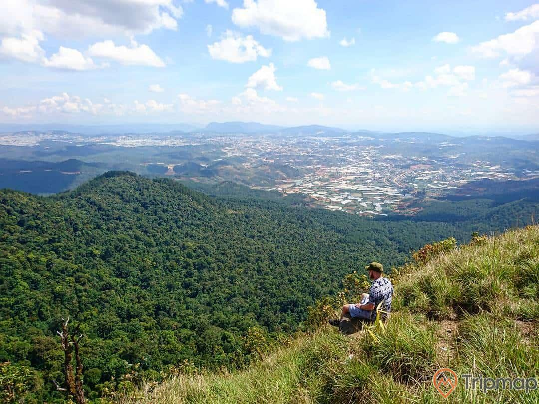Đặt chân lên đỉnh Langbiang