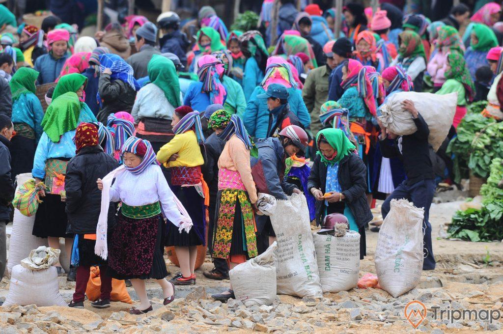Chợ phiên Tả Sìn Thàng là phiên chợ của đồng bào Mông