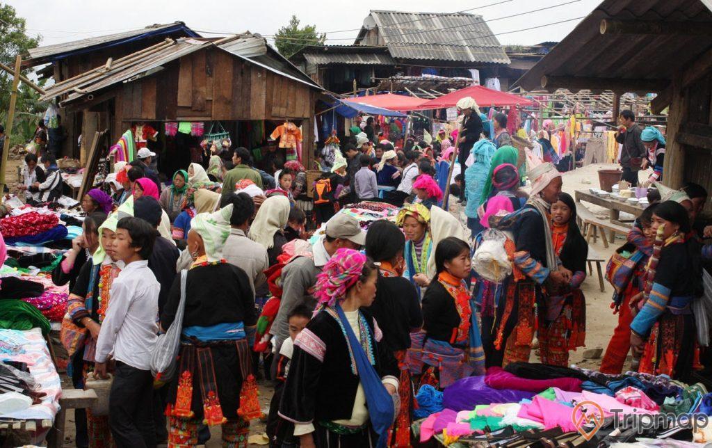 chợ phiên tả sìn thàng, ảnh chụp ngoài trời, mọi người dân đi họp chựo