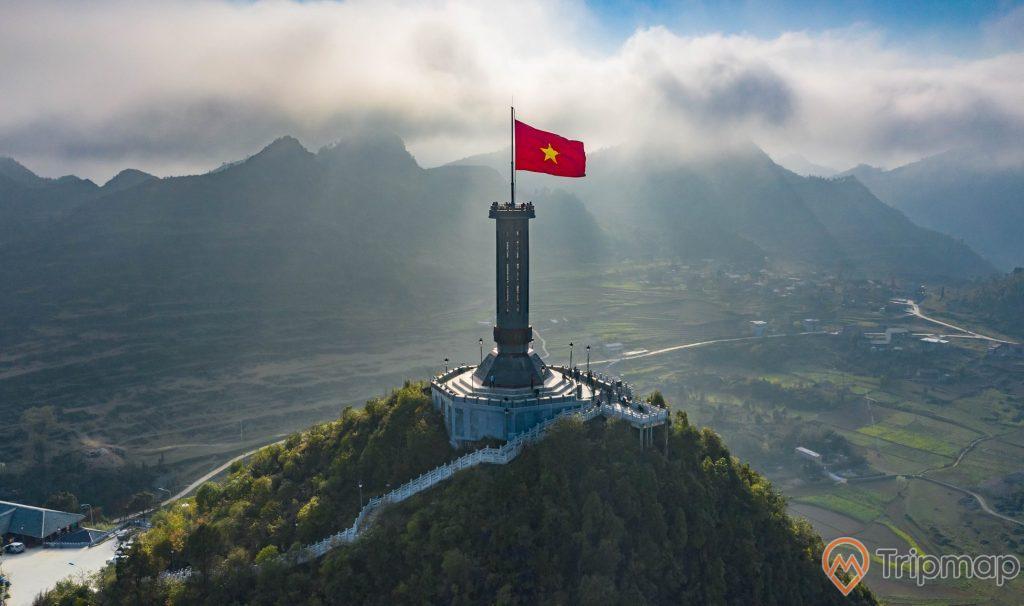 Cột cờ Lũng Cú là một cột cờ quốc gia nằm ở đỉnh Lũng Cú, mây nhiều có nắng