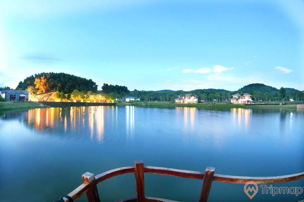 Hồ Đại Lải cơ bản được hoàn thành vào năm 1963, Hồ Đại Lải rộng tới 5,25 km²