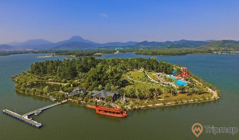 Hòn đảo ở giữa hồ Đại Lải, ảnh chụp từ trên cao