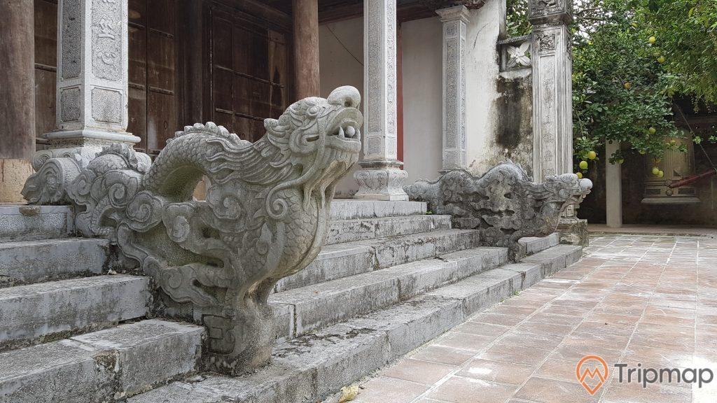 tượng đá hình con rồng, ảnh chụp ngoài trời