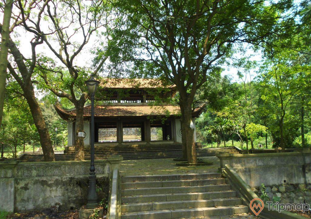 Cổng Tam Quan của ngôi chùa Long Đọi Sơn,