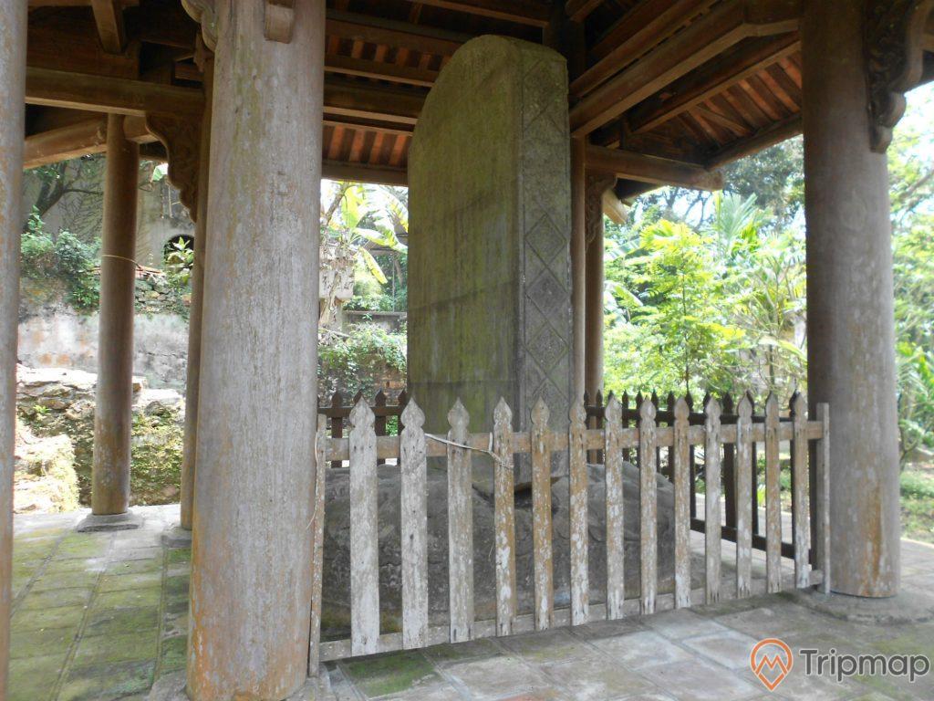 Bia đá cổ tại chùa Long Đọi Sơn