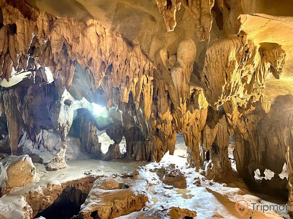 Ngũ Động Thi Sơn là hang động nổi tiếng và đẹp ở Hà Nam, ảnh chụp bên trong hang động