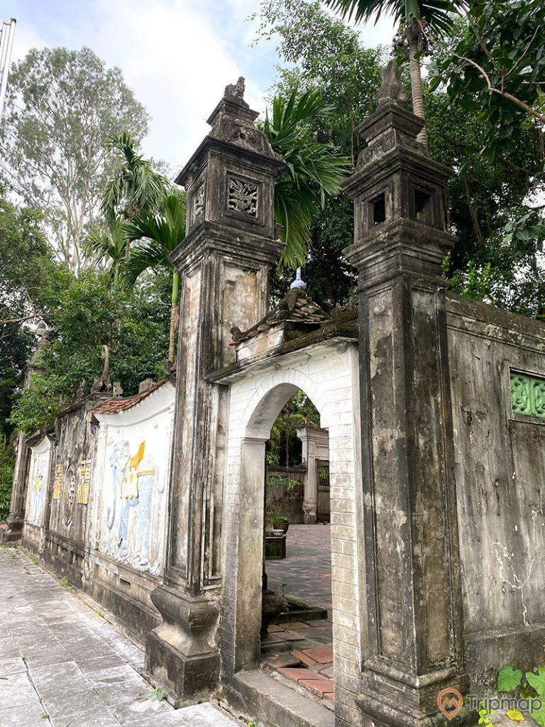 Cổng vào bên trong sân đền Trúc, kiến trúc cổ xưa